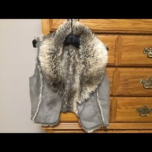Women's Vest by Relativity Sz L faux fur